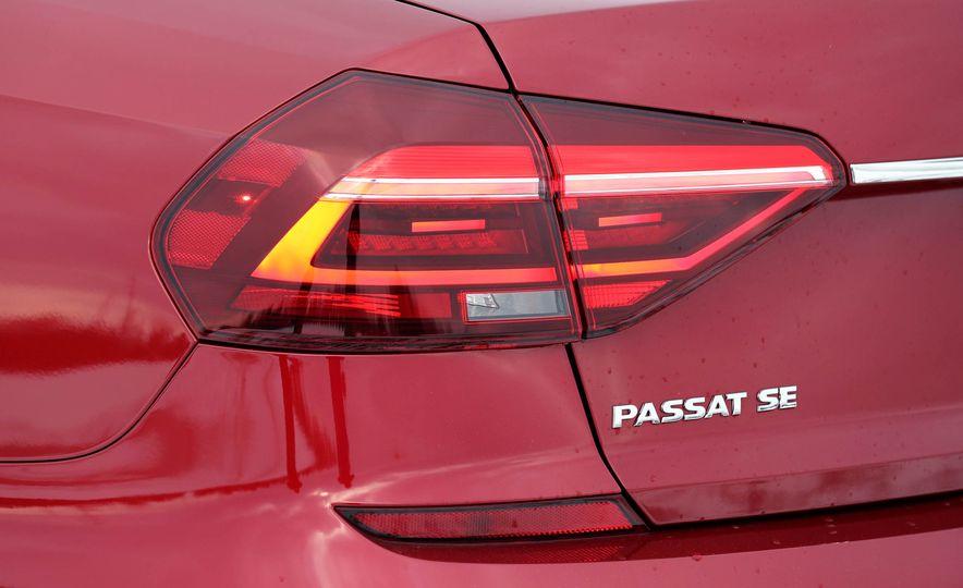 2017 Volkswagen Passat SE - Slide 18