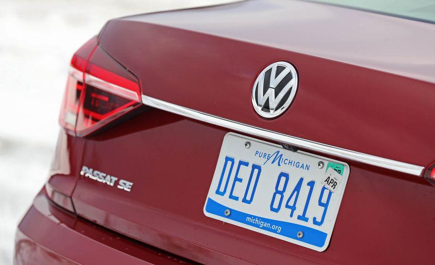 2017 Volkswagen Passat SE - Slide 19
