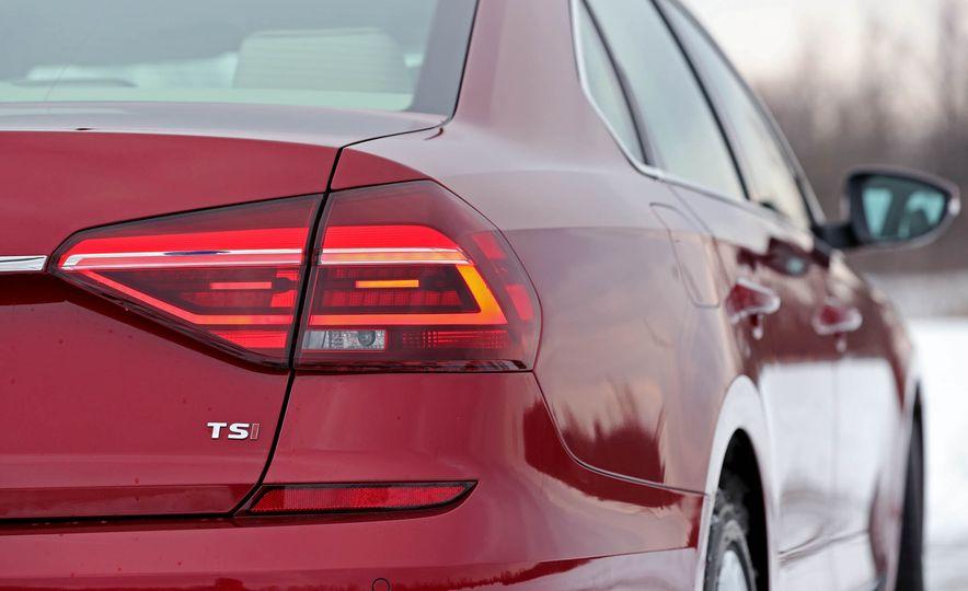 2017 Volkswagen Passat SE - Slide 20