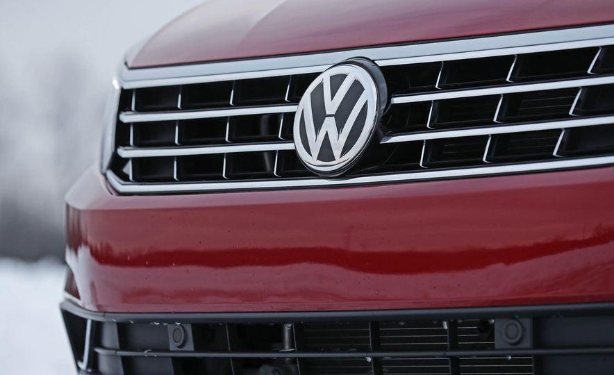 2017 Volkswagen Passat SE - Slide 22