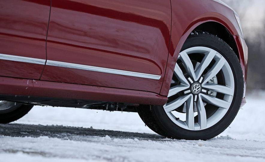 2017 Volkswagen Passat SE - Slide 25