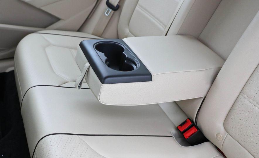 2017 Volkswagen Passat SE - Slide 30