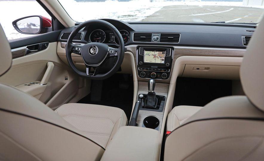 2017 Volkswagen Passat SE - Slide 32