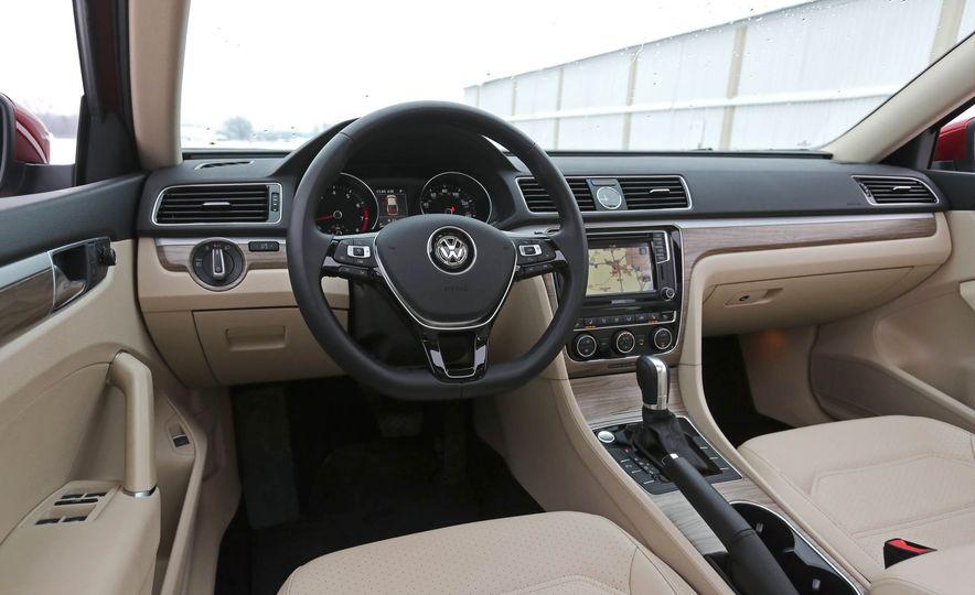 2017 Volkswagen Passat SE - Slide 33