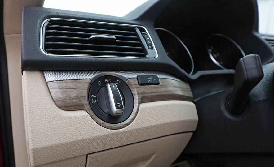 2017 Volkswagen Passat SE - Slide 37
