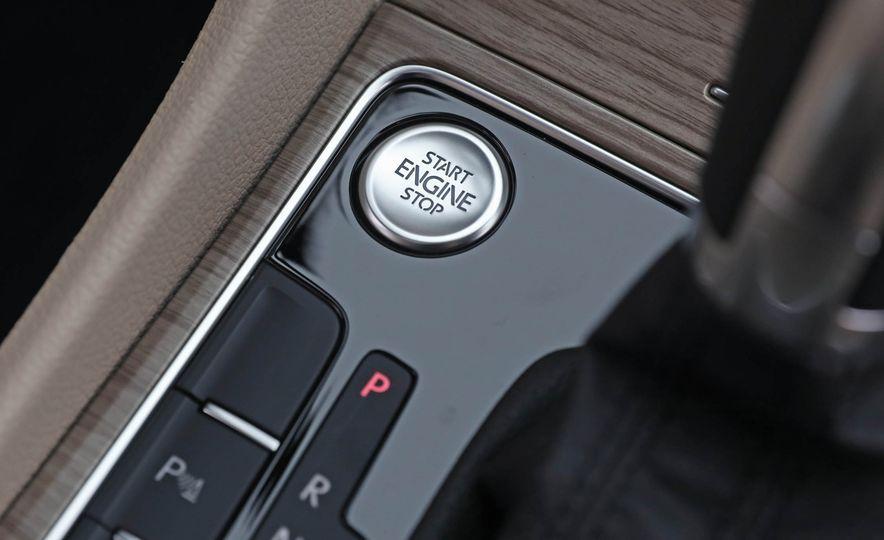 2017 Volkswagen Passat SE - Slide 43