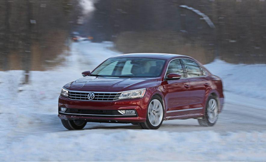 2017 Volkswagen Passat SE - Slide 1