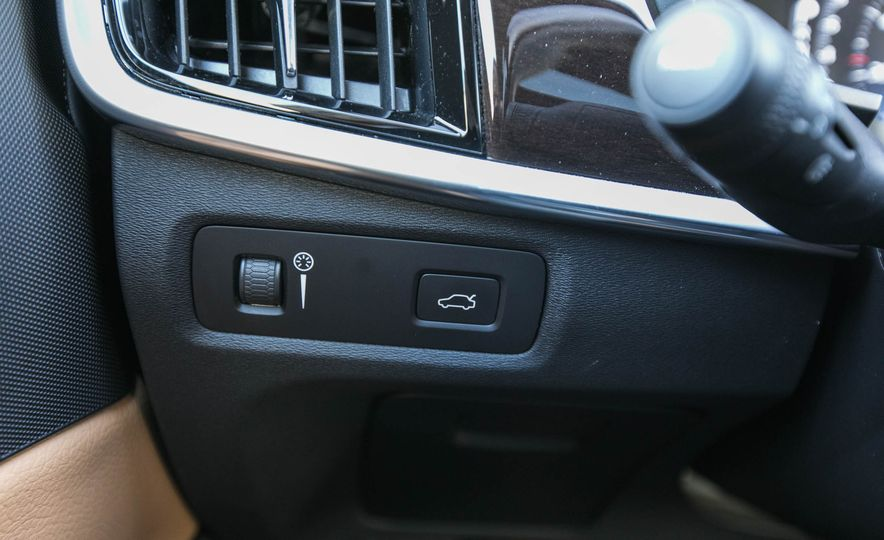 2017 Volvo S90 T5 FWD - Slide 32