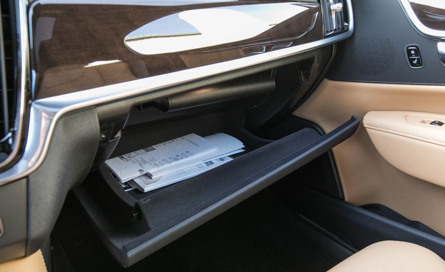 2017 Volvo S90 T5 FWD - Slide 60