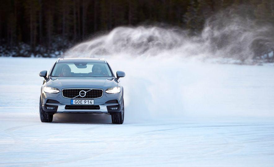 2017 Volvo V90 Cross Country - Slide 6