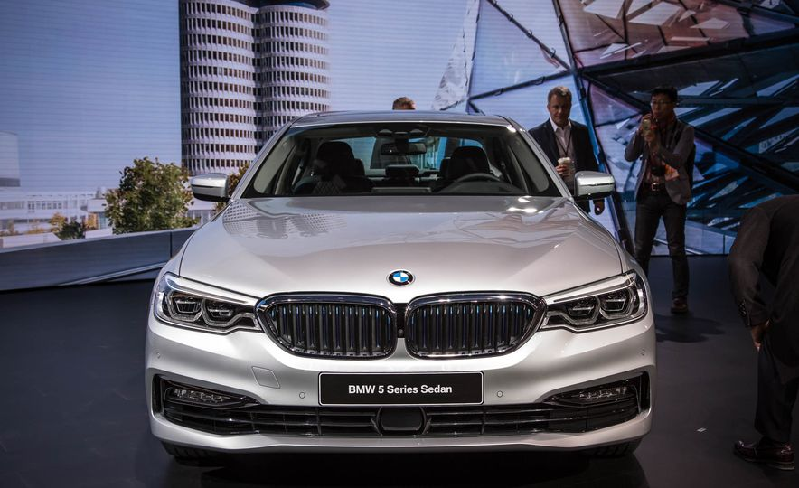 2018 BMW 530e iPerformance - Slide 1
