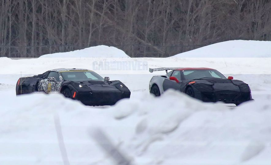 2019 Chevrolet Corvette C8 and 2018 Chevrolet Corvette ZR1 (spy photo) - Slide 1