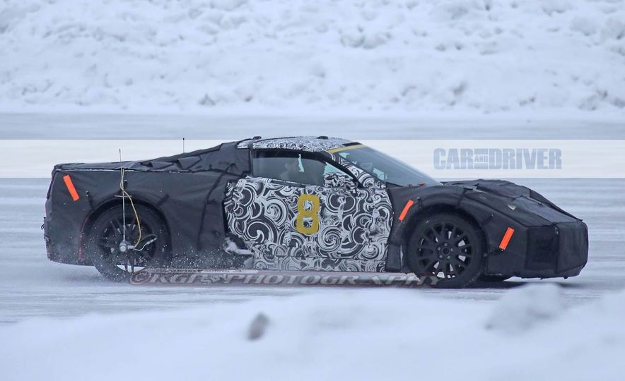 2019 Chevrolet Corvette C8 and 2018 Chevrolet Corvette ZR1 (spy photo) - Slide 13