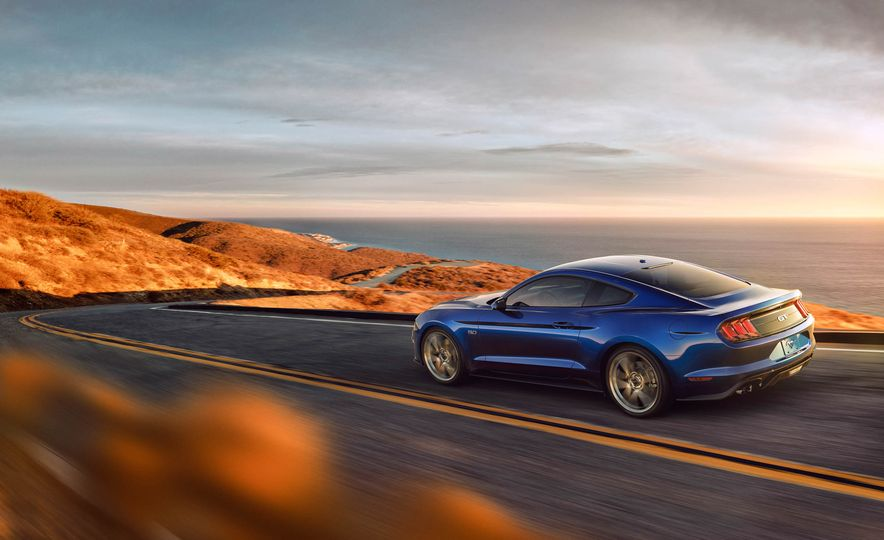 2018 Ford Mustang GT convertible - Slide 5