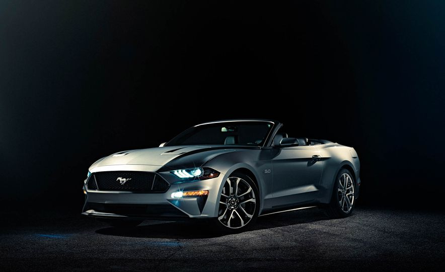 2018 Ford Mustang GT convertible - Slide 1