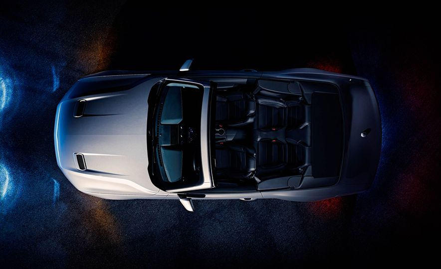 2018 Ford Mustang GT convertible - Slide 2