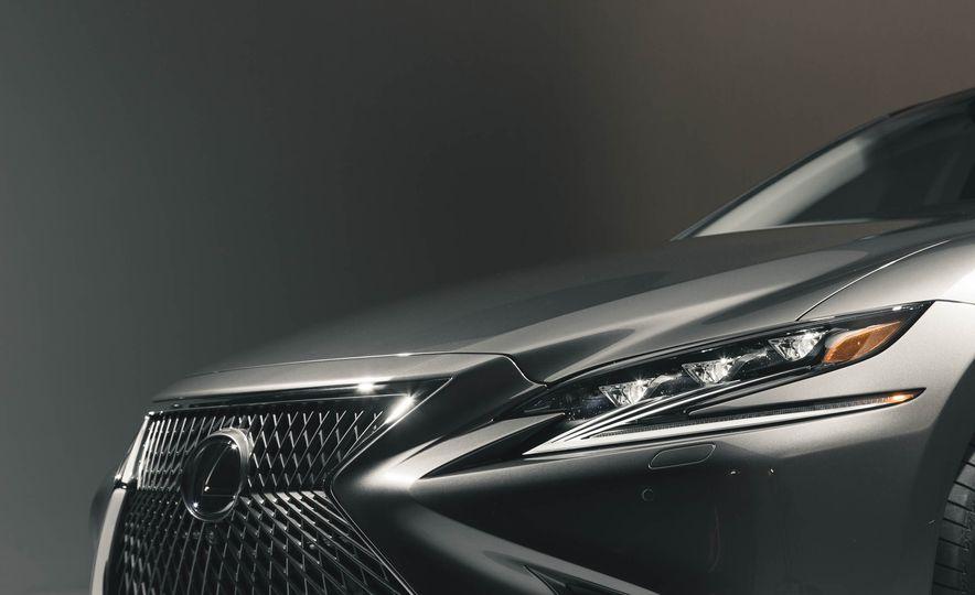 2018 Lexus LS 500 - Slide 24