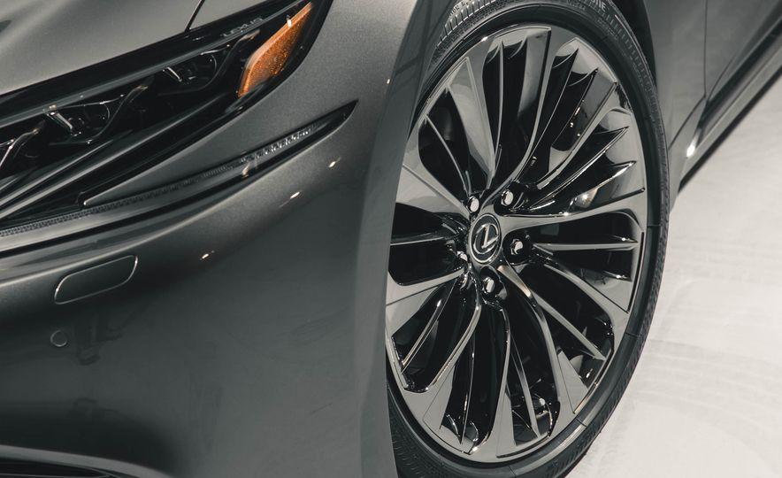 2018 Lexus LS 500 - Slide 25