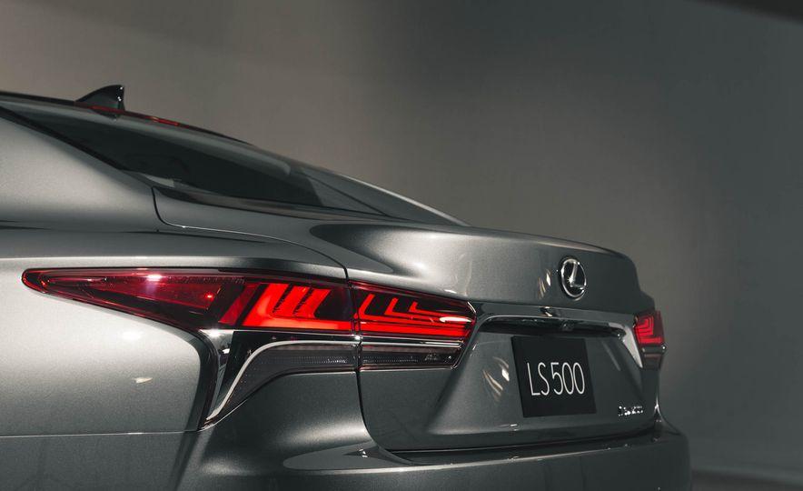 2018 Lexus LS 500 - Slide 28