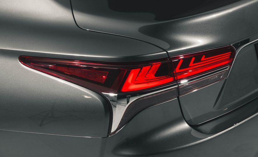 2018 Lexus LS 500 - Slide 29