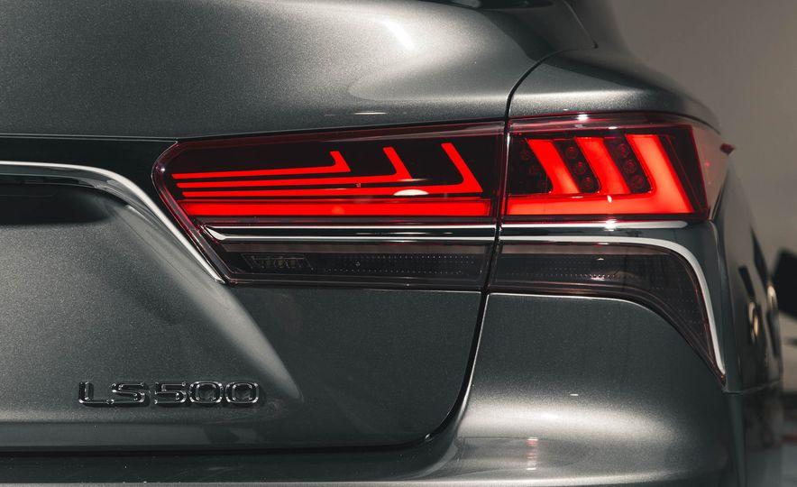 2018 Lexus LS 500 - Slide 32