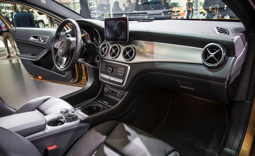 2018 Mercedes-AMG GLA45 4MATIC - Slide 9