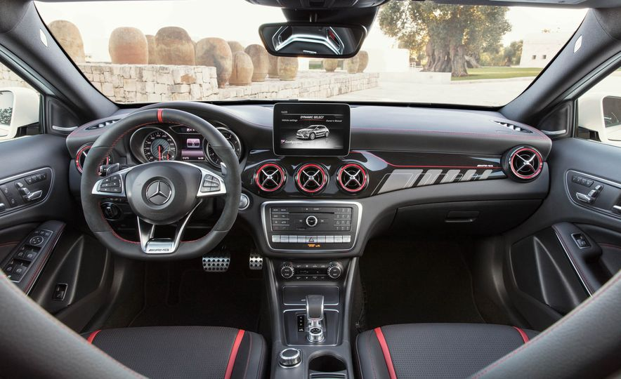 2018 Mercedes-AMG GLA45 4MATIC - Slide 33
