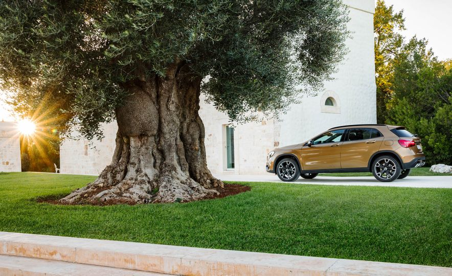 2018 Mercedes-AMG GLA45 4MATIC - Slide 85