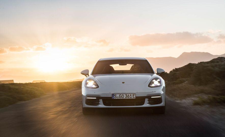 2018 Porsche Panamera 4 e-hybrid - Slide 2