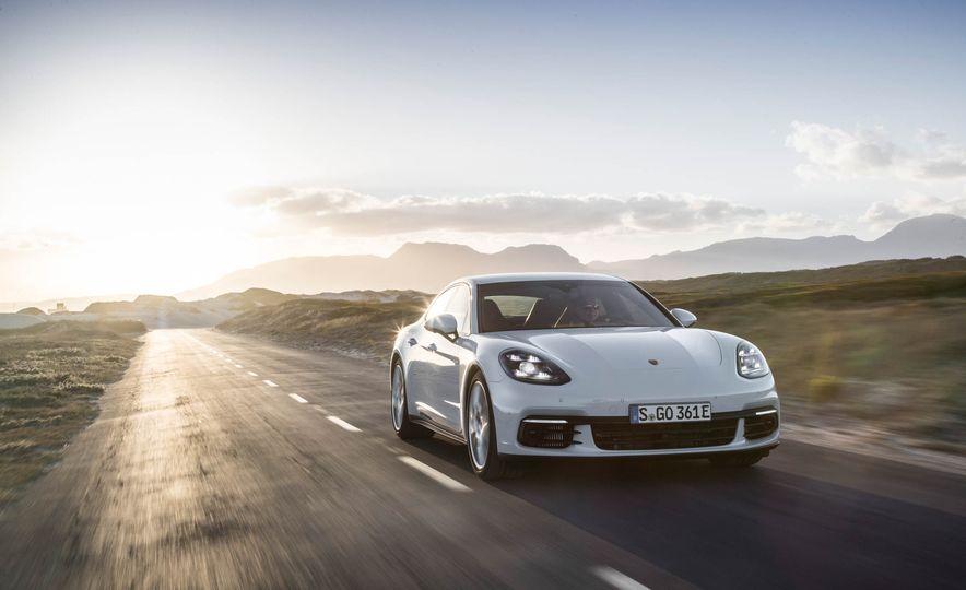 2018 Porsche Panamera 4 e-hybrid - Slide 3