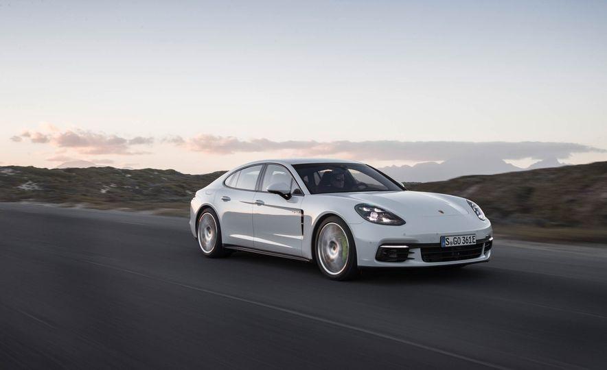 2018 Porsche Panamera 4 e-hybrid - Slide 1