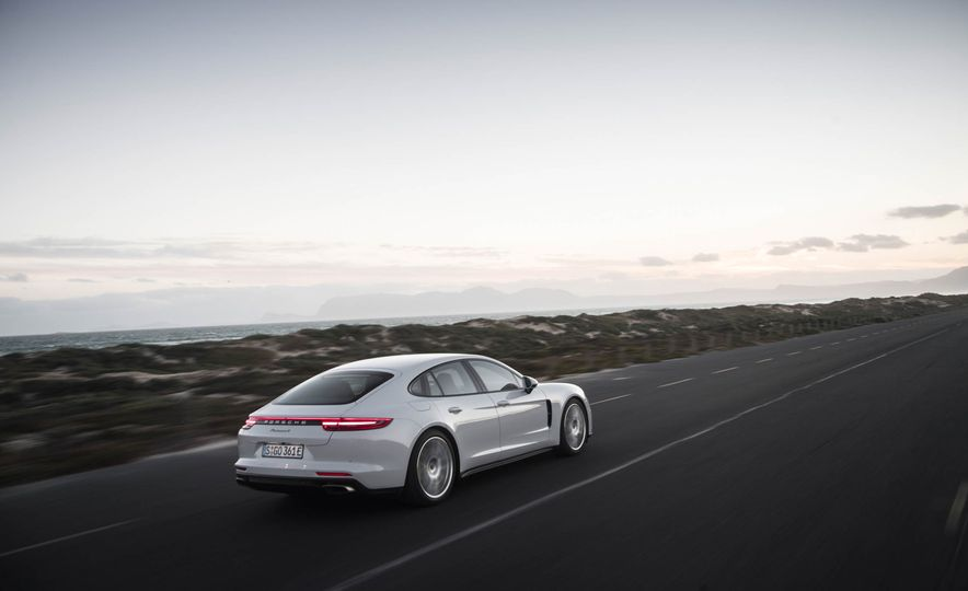 2018 Porsche Panamera 4 e-hybrid - Slide 8