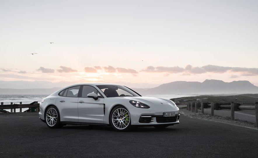 2018 Porsche Panamera 4 e-hybrid - Slide 16