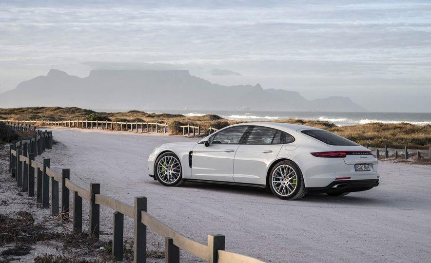 2018 Porsche Panamera 4 e-hybrid - Slide 19