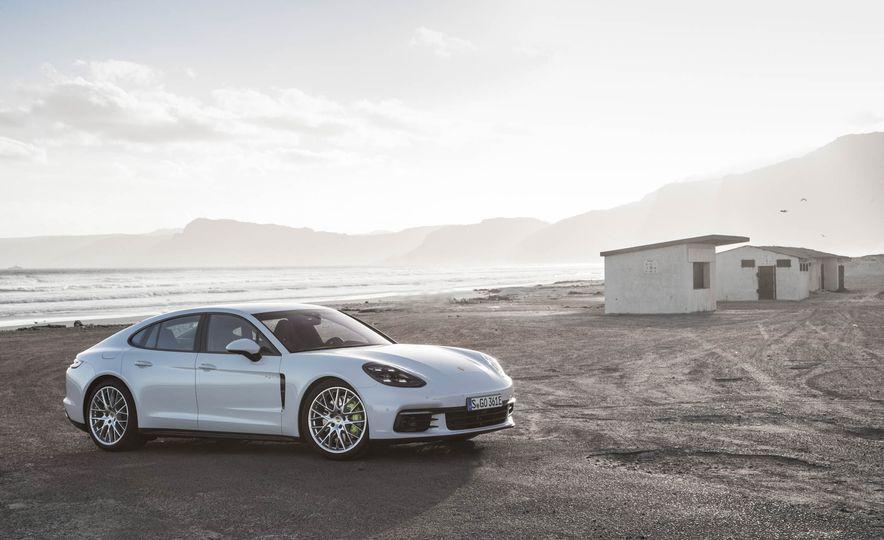 2018 Porsche Panamera 4 e-hybrid - Slide 21