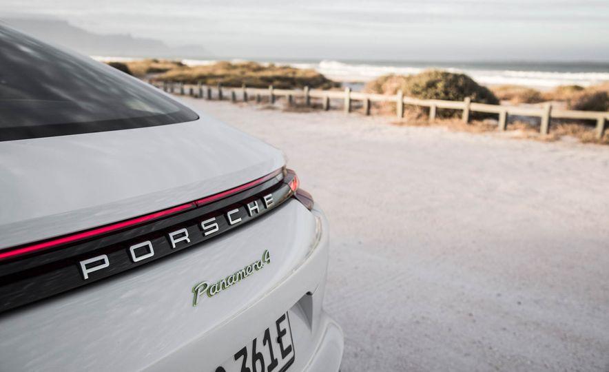 2018 Porsche Panamera 4 e-hybrid - Slide 24