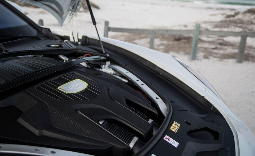 2018 Porsche Panamera 4 e-hybrid - Slide 39