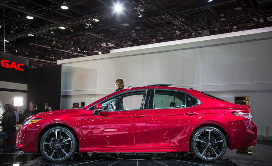 toyota camry 2018 toyota camry pictures photo gallery car and driver