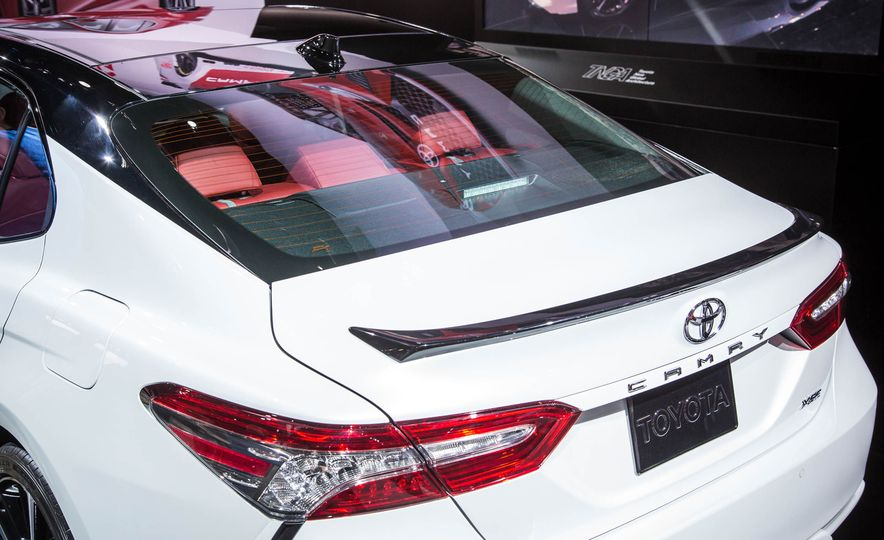 2018 Toyota Camry - Slide 30