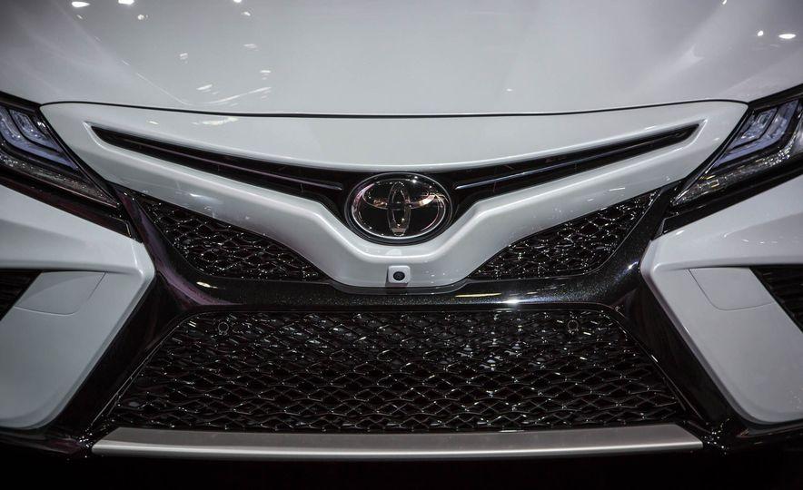 2018 Toyota Camry - Slide 34