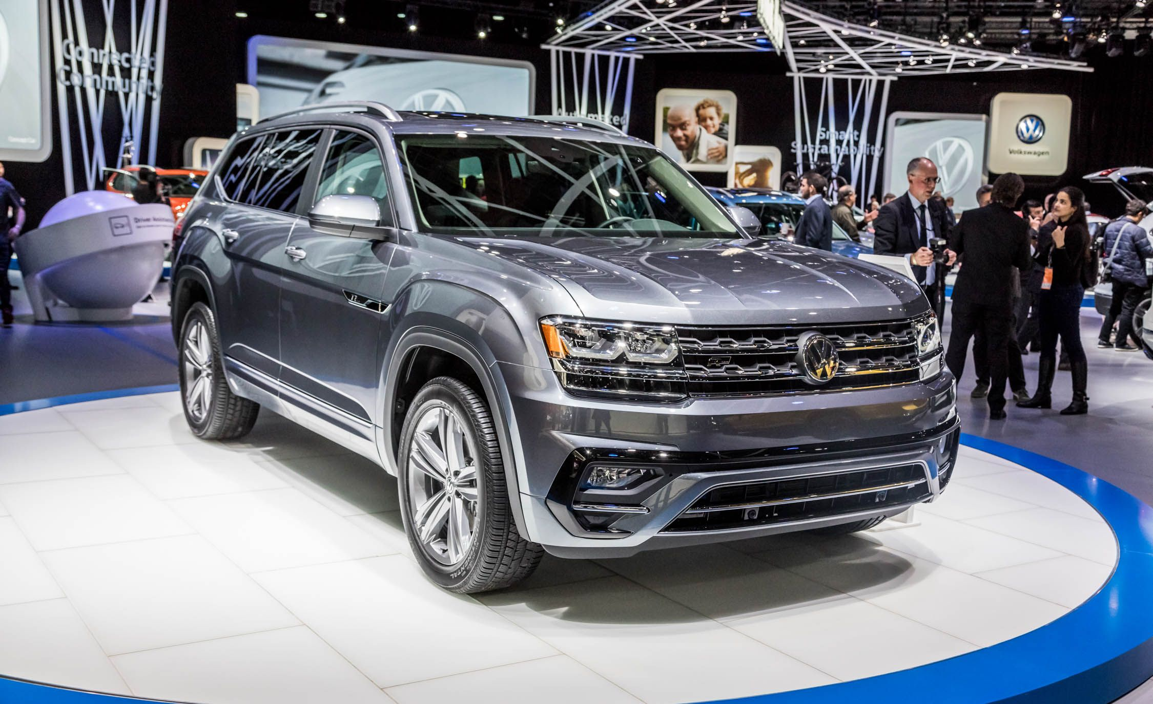 2018 Volkswagen Atlas Pictures Photo Gallery Car And Driver