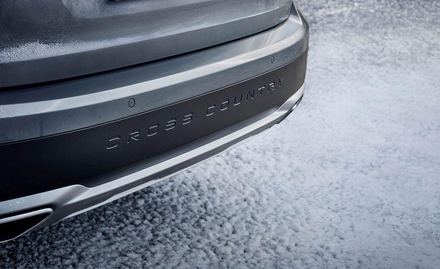 2017 Volvo V90 Cross Country - Slide 40