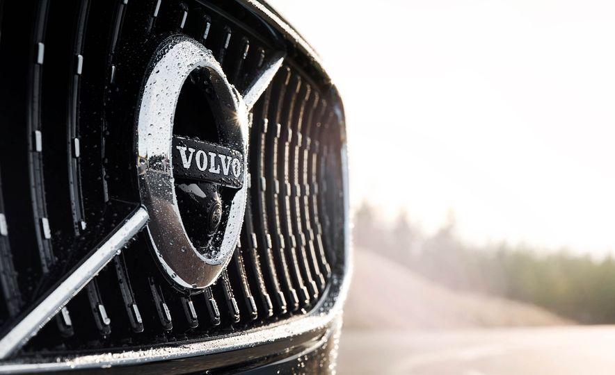 2017 Volvo V90 Cross Country - Slide 41