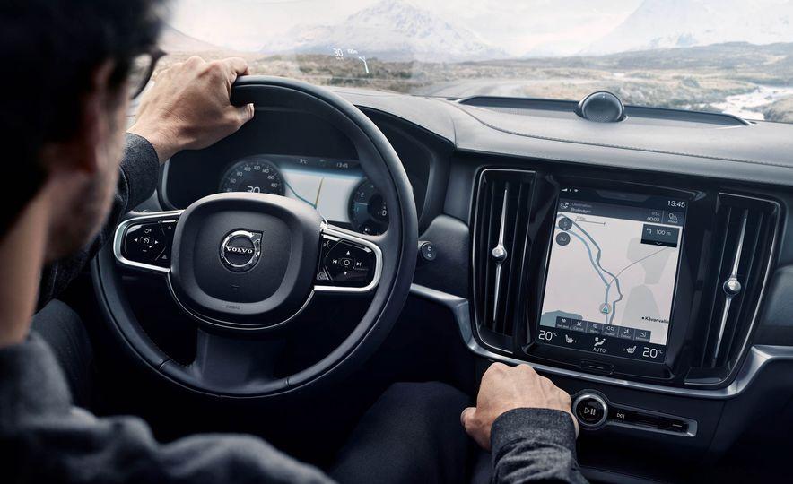 2017 Volvo V90 Cross Country - Slide 45