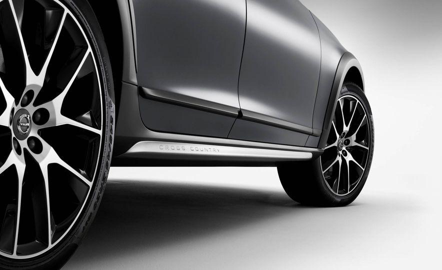 2017 Volvo V90 Cross Country - Slide 56