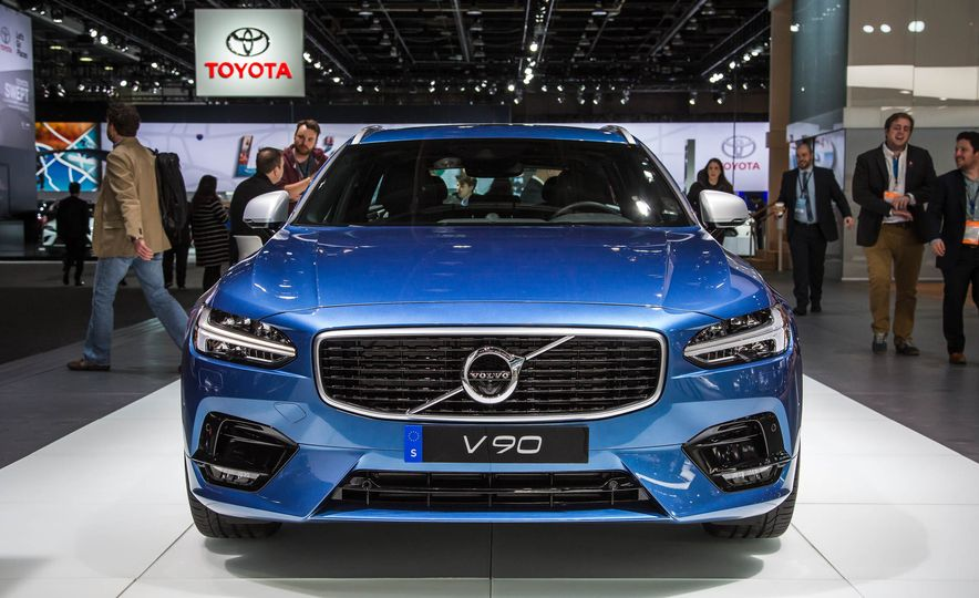 2018 Volvo V90 R-Design - Slide 1