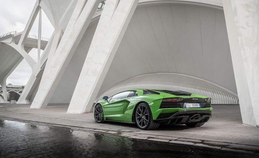 2017 Lamborghini Aventador S - Slide 4