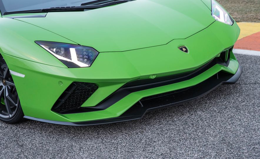 2017 Lamborghini Aventador S - Slide 5