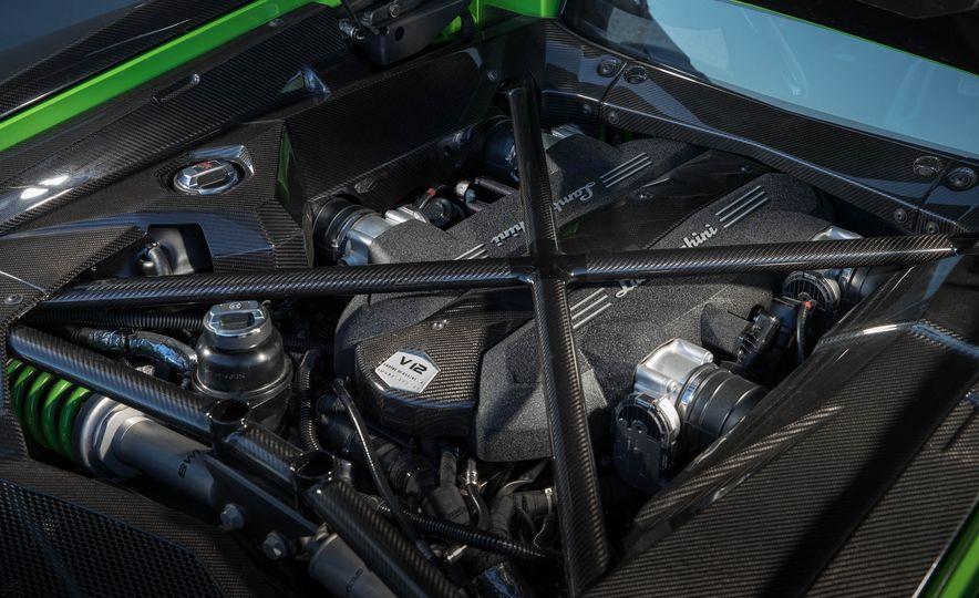 2017 Lamborghini Aventador S - Slide 12