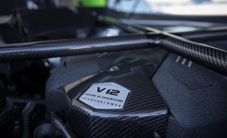 2017 Lamborghini Aventador S - Slide 13